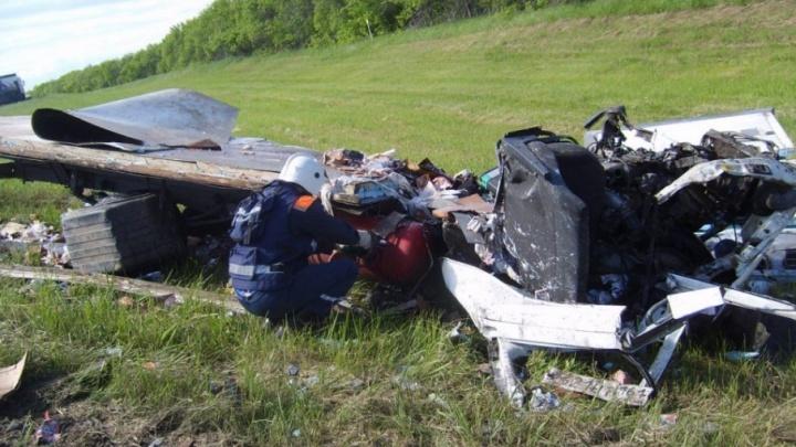 Врезался в фуру: водитель ростовской «Газели» погиб в ДТП в Саратовской области