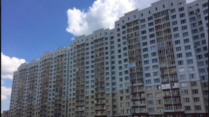 Тюменцам, чьи дети подожгли многоэтажку на Зелинского, придется заплатить за спаленную обшивку
