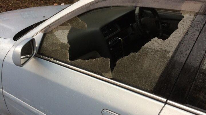 В Ярославле автовандалы разбили стекло у иномарки