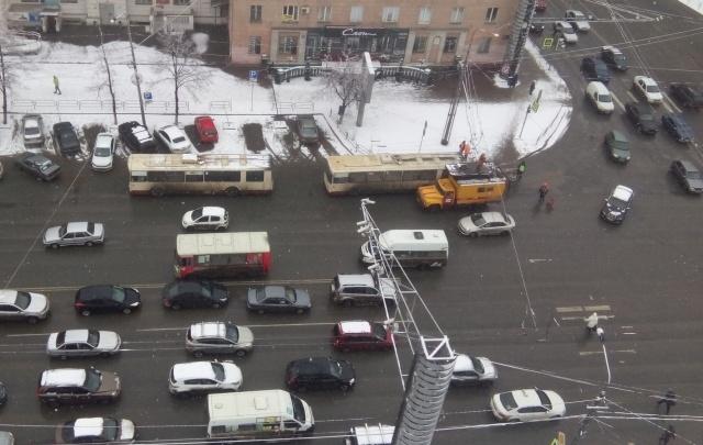В Челябинске встали троллейбусы