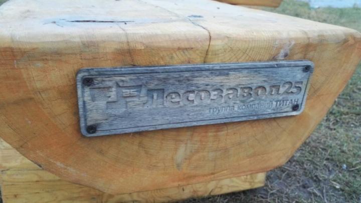 На Набережной Северной Двины появились скамейки в поморском стиле