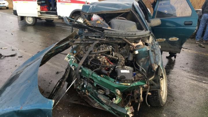 «Десятка» влетела в иномарку на южноуральской трассе, есть пострадавшие