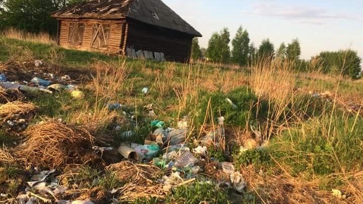 В Ярославской области целую деревню завалило мусором