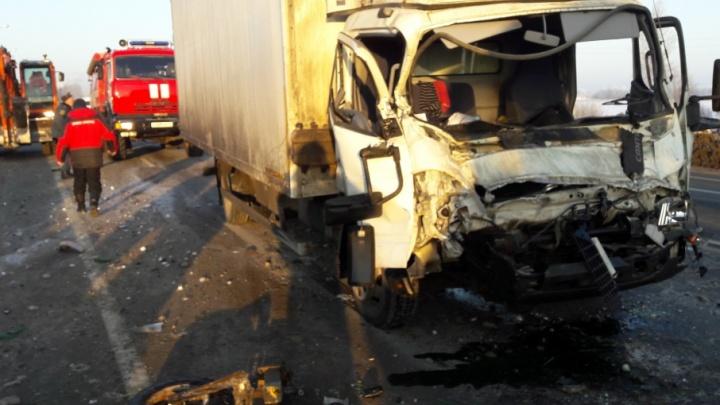 Пьяный водитель на грузовике влетел в трактор
