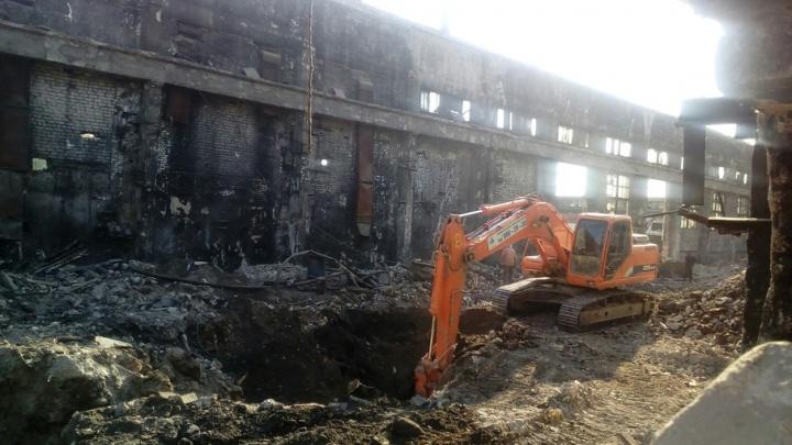 В Самаре начали сносить  бывший завод клапанов у Хлебной площади