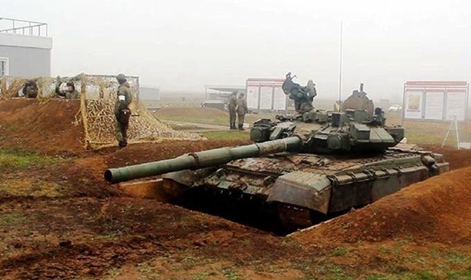 Военных под Волгоградом учат грамотно закапывать танки