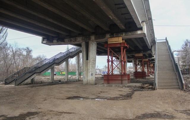 В Самаре на Южном мосту начала работать строительная спецтехника