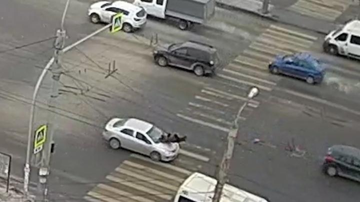 «Водитель в телефоне сидел»: в Челябинске на пешеходном переходе сбили 88-летнюю бабушку