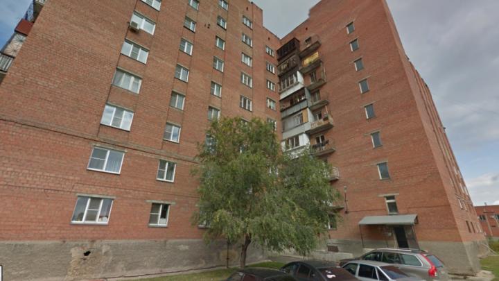 «Мать не уследила»: на ЧТЗ двухлетний малыш выпал из окна