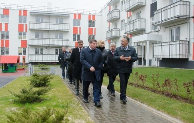 Губернатор Андрей Бочаров посетил новый микрорайон «Долина» компании «Запад»