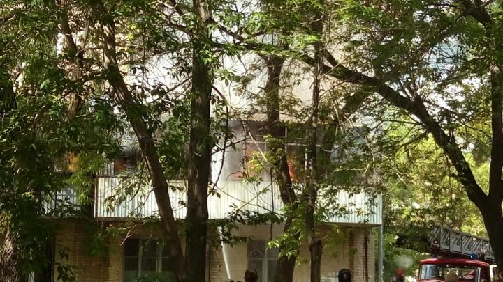 В центре Челябинска выгорел балкон