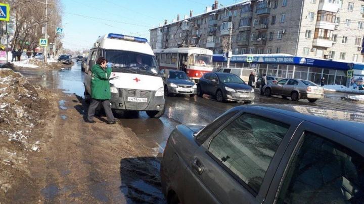 На пересечении улиц Победы и Металлистов ребенок попал под колеса автомобиля