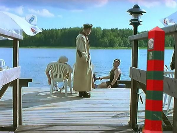 """Коллаж """"Фонтанка""""/кадр из фильма """"Особенности национальной охоты"""""""