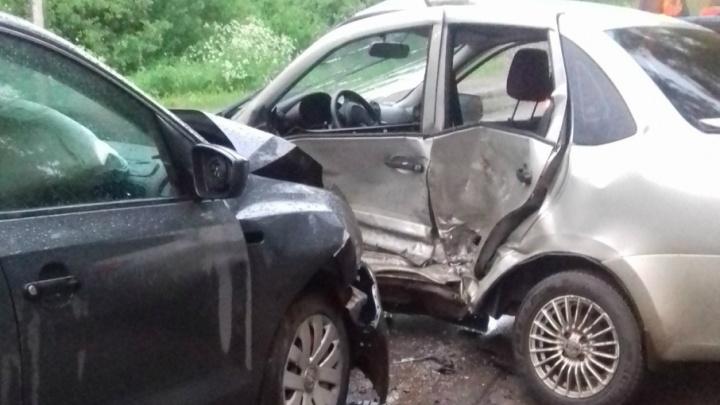 Виновата колея: в Рыбинске «Фольксваген» протаранил «Ладу»