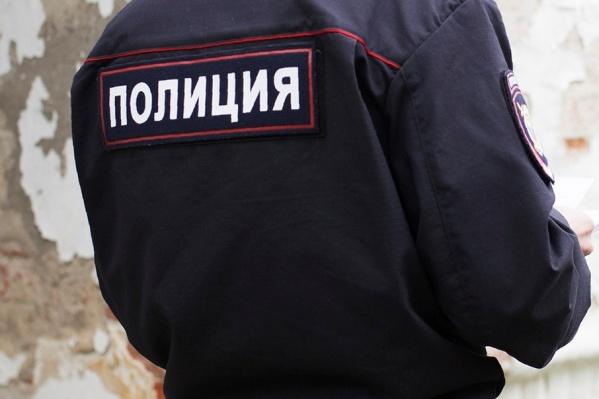 Полицейские лихо воспользовались своим служебным положением