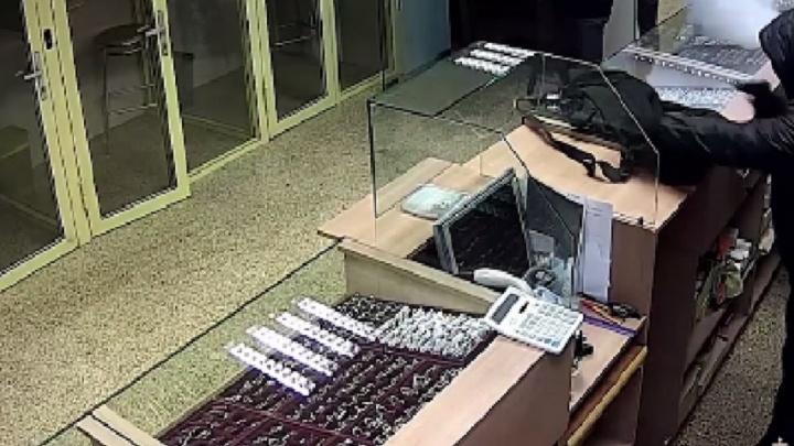 Стрелявшего в полицейского дончанина подозревают в разбойных нападениях на ювелирные салоны
