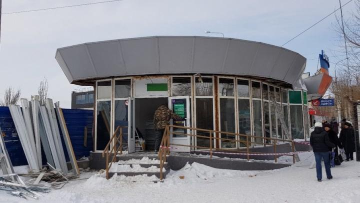 На улице Краснознаменской в Волгограде сносят «неприкасаемый» павильон Франгуляна