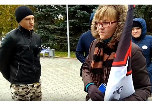 Тюменская полиция в октябре разгуливать по центру города с флагом движения Оксане Волобуевой не разрешила