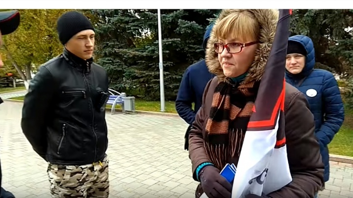 Задержанную у столичного метро тюменку увезли в отделение и не пускают к ней адвоката