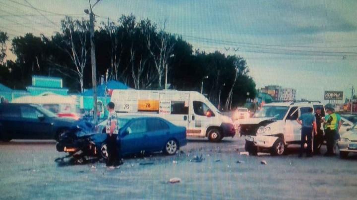 В Челябинске УАЗ столкнулся с иномаркой: пассажир получил серьезные травмы