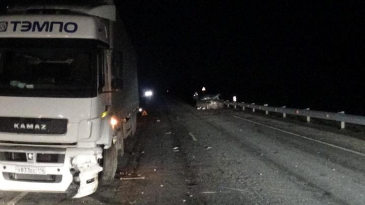 ДТП на тюменской трассе: водитель «десятки» скончался после столкновения с КАМАЗом
