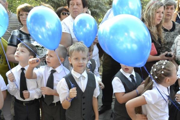 Впереди у загоревших и набегавшихся по улицам юных ростовчан примерно 170 учебных дней