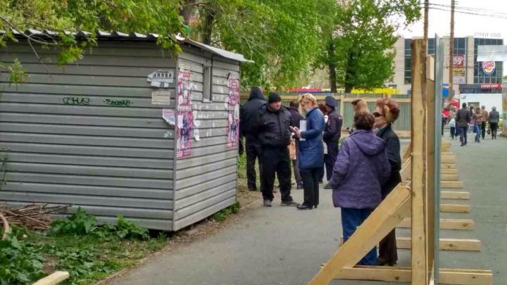 Застройщик сквера на Молодогвардейцев просрочил разрешение на вырубку деревьев