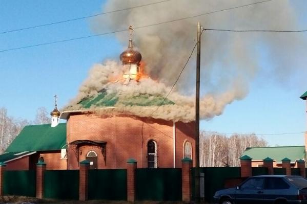 Пожар тушили 23 человека
