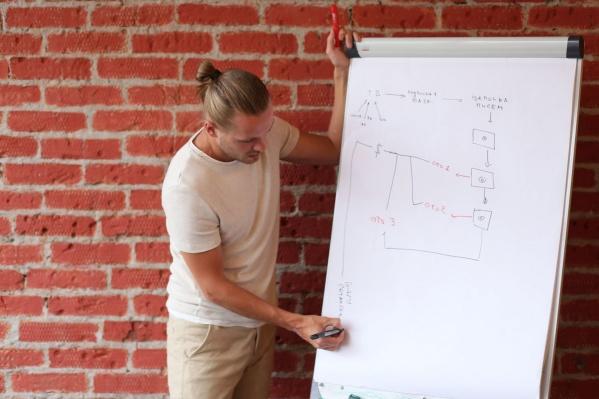 Молодой предприниматель и основатель платформы обучения для организаторов авторских туров Леонид Тропин.