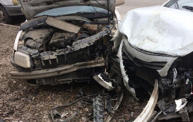 Челябинец побил 11 машин во дворе: разбираемся, кто заплатит за «банкет»