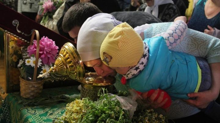 Сотни волгоградцев пришли поклониться мощам Матроны Московской