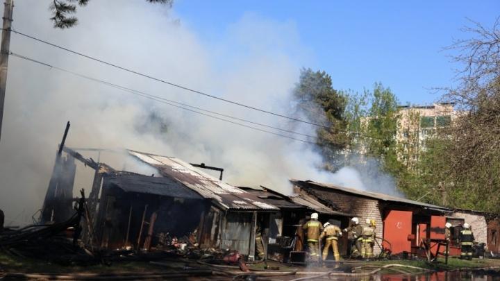 Из-за Волги валит густой столб дыма: что горит в Ярославле