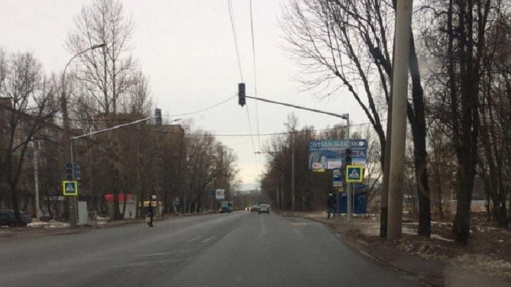 У пятой поликлиники на Тутаевском шоссе поставили светофор. Но не включили