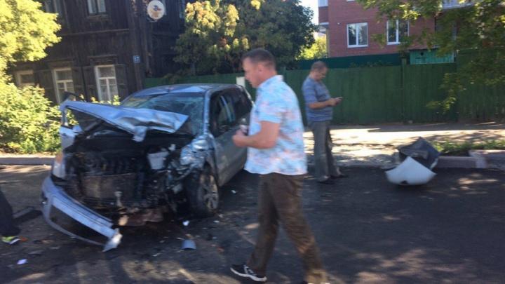 В аварии на улице Запольной пострадали два человека