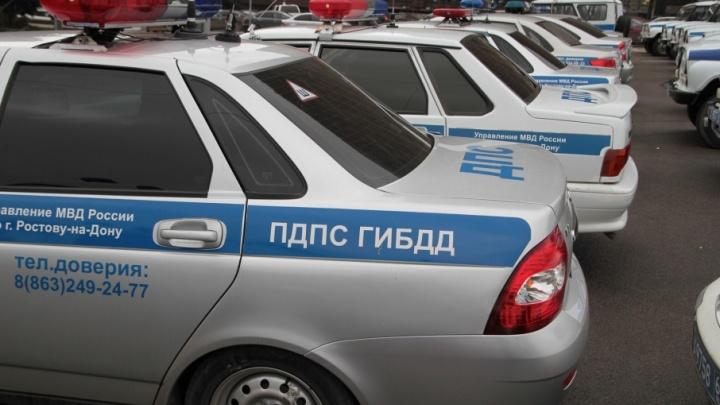 На Дону иномарка врезалась в водовоз: шесть человек пострадали