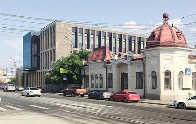 Краеведов возмутила стройка «американского сарая» в центре Челябинска