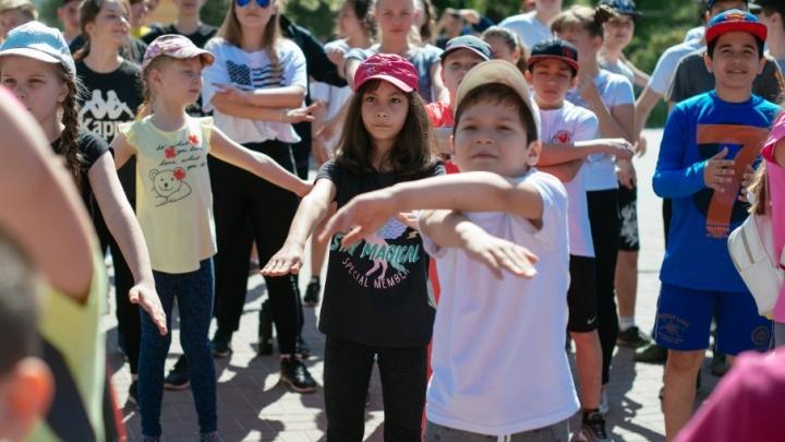 Массовая «Зарядка от Профессионалов» прошла в Комсомольском саду