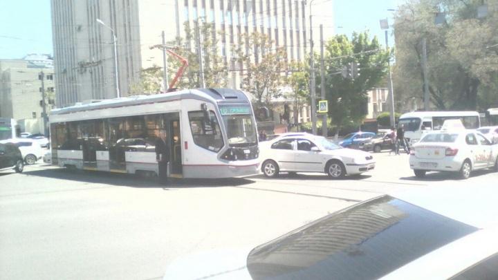 На Буденновском столкнулись трамвай и SKODA