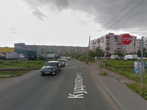 Переезд на Кудровском проезде//скриншот страницы сервиса Google.Maps