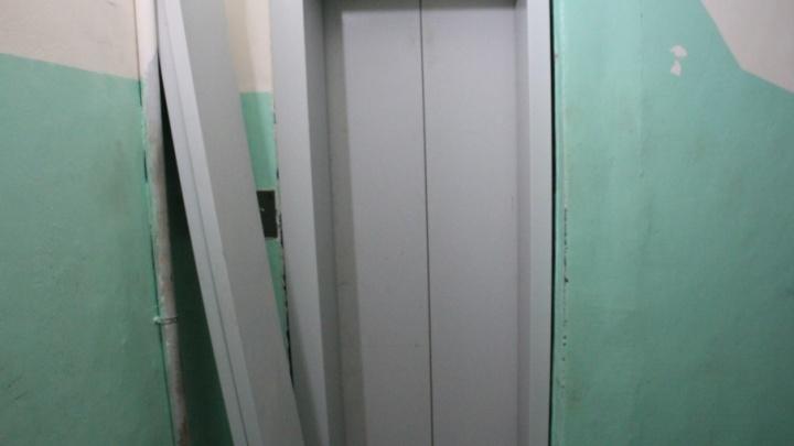 Жильцы дома на Ломоносова вновь остались без обещанных новых лифтов