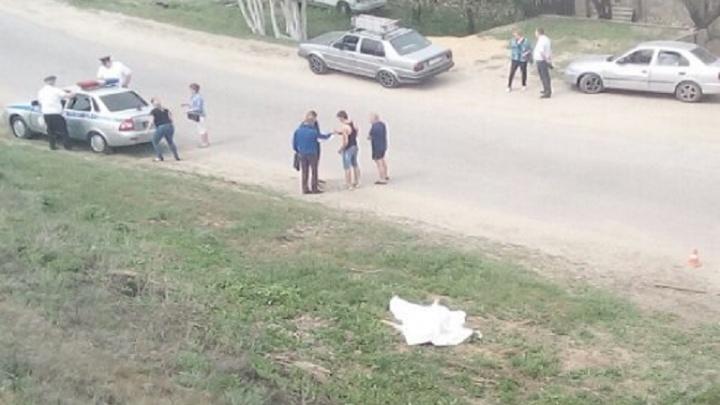 В Разгуляевке женщина-водитель сбила стоявшую на обочине пожилую женщину