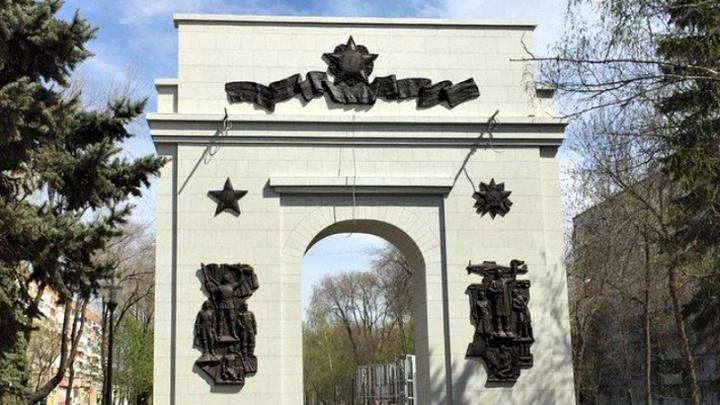 Потеряла лоск: в Самаре отремонтируют Триумфальную арку