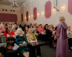 Будущие жители дома Дружба и ветераны спели песни военных лет