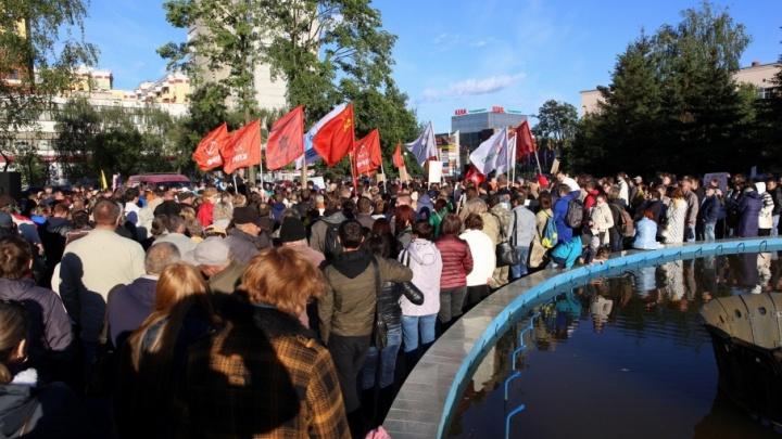 «Ничего не увидел из-за флагов»: как новый заммэра Ярославля сходил на антимусорный митинг