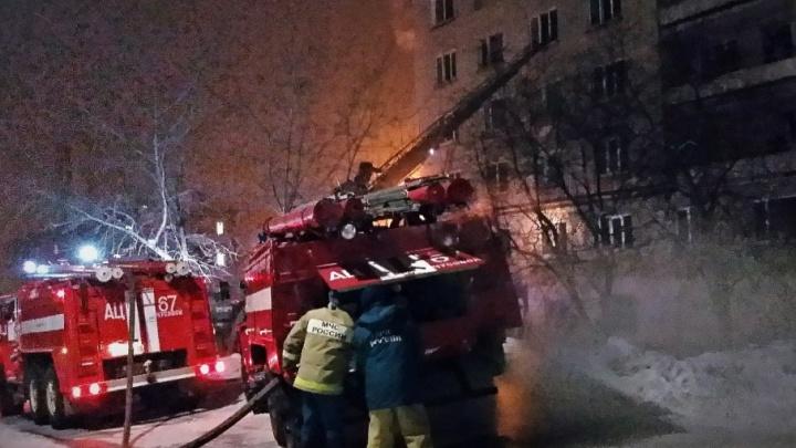 МЧС назвало причину пожара в общежитии в Чусовом, где погибли шесть человек