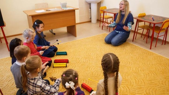 В 37 тюменских школах на время каникул будут работать осенние лагеря: публикуем интерактивную карту