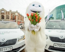 Восток Моторс Тюмень поздравил жительниц города с 8 Марта