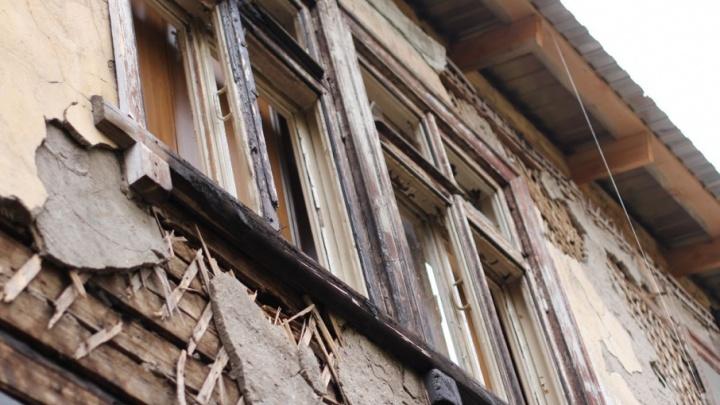 В Самаре начали сносить дом-развалюху возле Иверского монастыря
