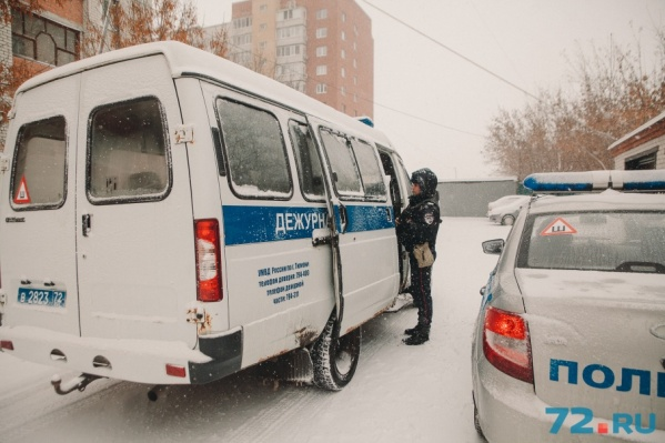 Поисками предполагаемого нарушителя закона занимаются полицейские
