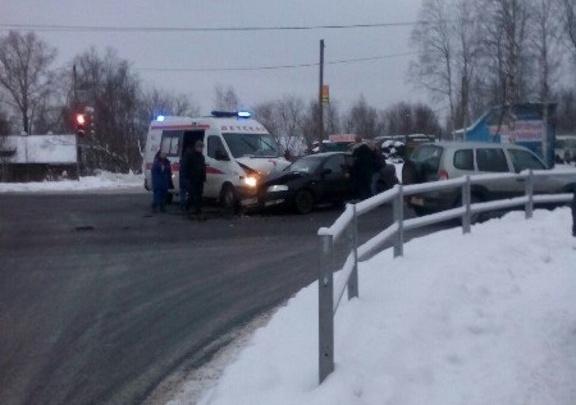 В Архангельске детская скорая помощь столкнулась с иномаркой